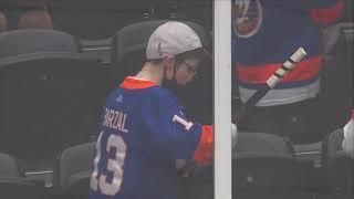 Pastrnak treats young Islanders fan to stick after pregame heckling