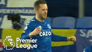 Gylfi Sigurdsson penalty puts Everton ahead of Chelsea | Premier League | NBC Sports