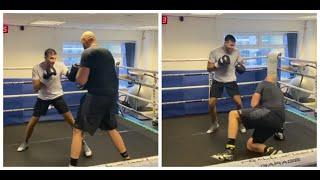 GYPSY KING IS DOWN! - TOMMY FURY DROPS BROTHER TYSON FURY IN SPARRING WITH BODY SHOT