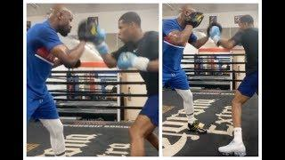 (NEW VIDEO!) - DEVIN HANEY BATTERS THE PADS & PUTS IN WORK w/ FLOYD MAYWEATHER / SHOWS HIM TBE TIPS