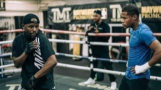 FLOYD MAYWEATHER PUT'S DEVIN HANEY THROUGH HIS PACES! (NEW FOOTAGE!)